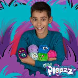 Squeeze a pile of ORB Odditeez™ Ploppz™ to unleash their sparkly slime.